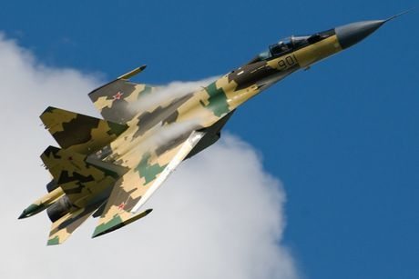Sieu tiem kich Su-35: Vu khi thong tri bau troi cua Khong quan Nga - Anh 3