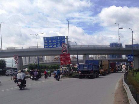 KDT Thu Thiem TP. Ho Chi Minh: Cham tien do vi… bien bao giao thong? - Anh 1