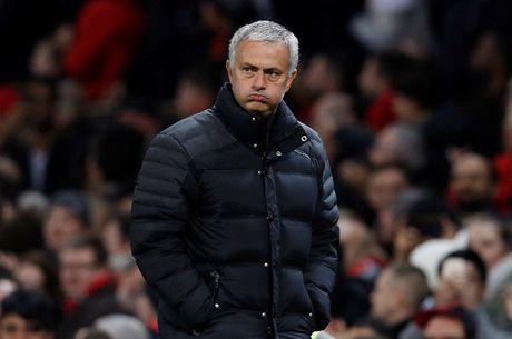 Pogba lap cu dup, Mourinho cuoi vao mat truyen thong - Anh 1