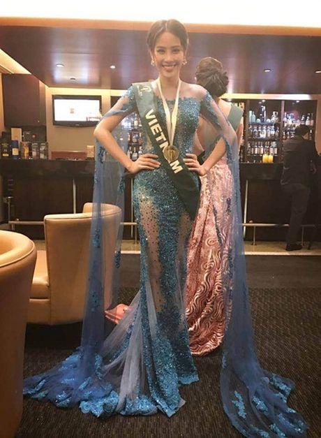 Nam Em lien tiep nhan cac giai thuong phu tai Miss Earth 2016 - Anh 1