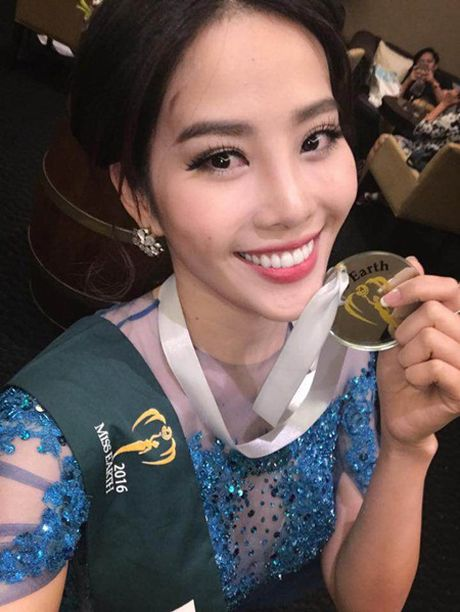 Nam Em lien tiep nhan cac giai thuong phu tai Miss Earth 2016 - Anh 2