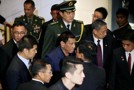 "Ong Duterte nghi minh ""ngang tam lanh dao Nga – Trung""? - Anh 1"