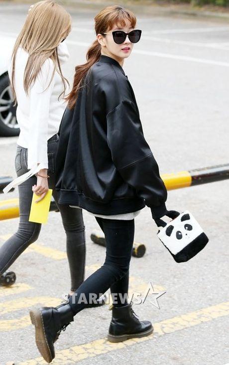 Na Eun, Ji Min mac dep nhat dan sao den Music Bank - Anh 3