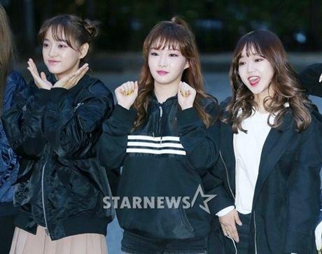Na Eun, Ji Min mac dep nhat dan sao den Music Bank - Anh 5