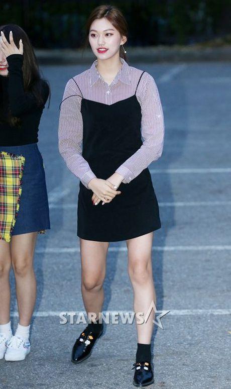 Na Eun, Ji Min mac dep nhat dan sao den Music Bank - Anh 6