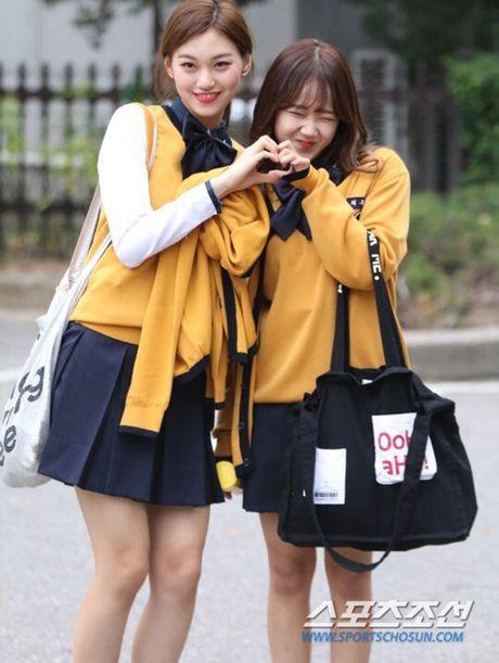 Na Eun, Ji Min mac dep nhat dan sao den Music Bank - Anh 7