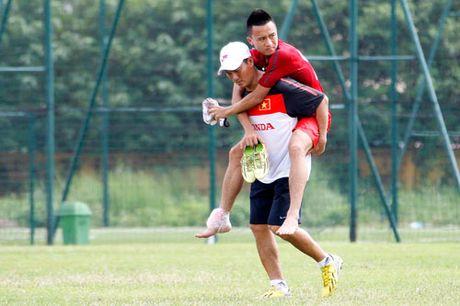 Tin HOT sang 21/10: DT Viet Nam don tin soc, Ozil voi vinh Arsenal - Anh 1