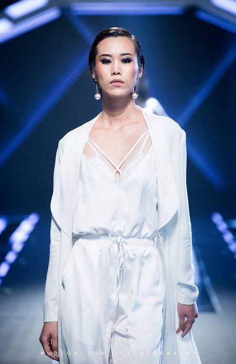 Dan mau Next Top lam 'chao dao'san dien thoi trang cua Chung Thanh Phong - Anh 16