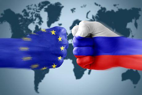 Italy: 'Khong co y nghia' khi mo rong lenh trung phat Nga luc nay - Anh 1