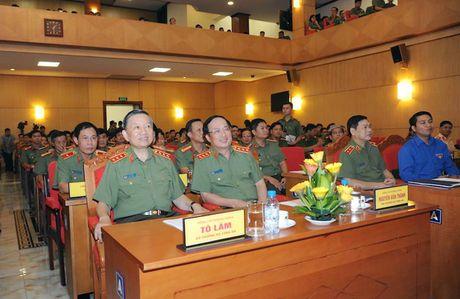 Dang uy Cong an Trung uong doi thoai voi thanh nien Cong an - Anh 2