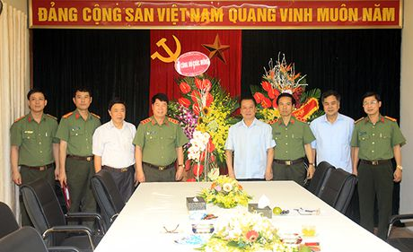 Thu truong Bui Van Nam chuc mung Hoi dong LLTW nhan ky niem 20 nam Ngay thanh lap - Anh 1
