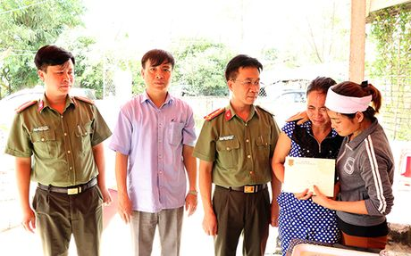 Tham hoi, dong vien gia dinh dong chi Thieu uy Nguyen Ba Cuong - Anh 2