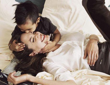Cau be danh dau nhieu buoc ngoat trong cuoc doi Angelina Jolie - Anh 1