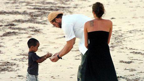 Cau be danh dau nhieu buoc ngoat trong cuoc doi Angelina Jolie - Anh 2