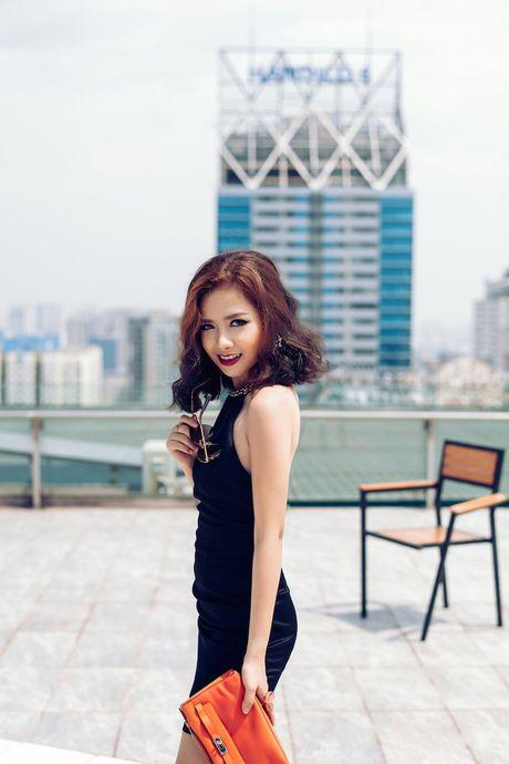 Duong Hoang Yen goi cam hut hon khi dien do hieu xuong pho dip 20/10 - Anh 5
