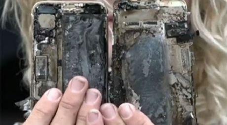 iPhone 7 bat ngo phat no tren xe hoi - Anh 2