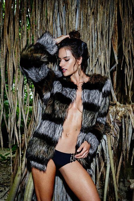 Alessandra Ambrosio tao bao khoe ve dep dam chat samba - Anh 2
