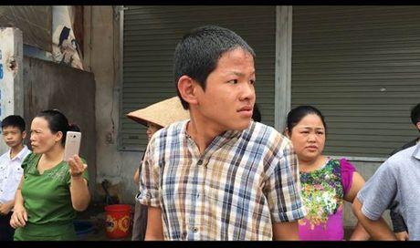 BAN TIN ATGT: Nguoi dan ong chet tham duoi banh xe 'ho vo' - Anh 3