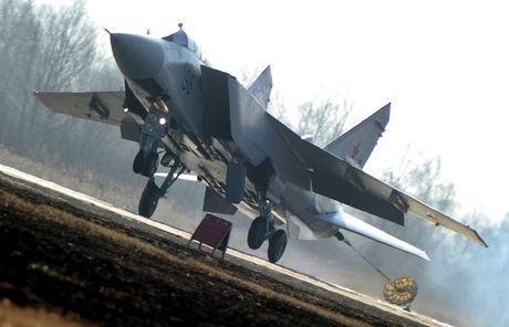 Nga sap nhan hang loat tiem kich danh chan MiG-31BM - Anh 1