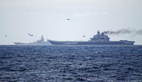 Khoi NATO len ruot, tung luc luong bam sat nhom tau san bay Nga - Anh 1