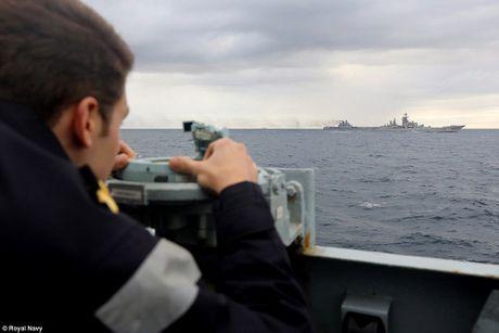 Khoi NATO len ruot, tung luc luong bam sat nhom tau san bay Nga - Anh 5