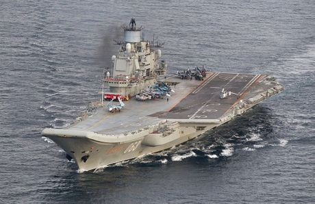 Khoi NATO len ruot, tung luc luong bam sat nhom tau san bay Nga - Anh 7