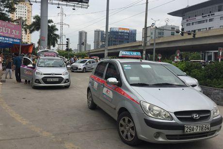 Kho quan taxi ngoai tinh deo bien Ha Noi - Anh 1