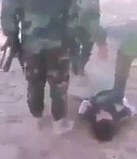 Binh si Iraq bi to tra tan dan thuong va tre em Mosul bang bua de tra dua IS - Anh 4