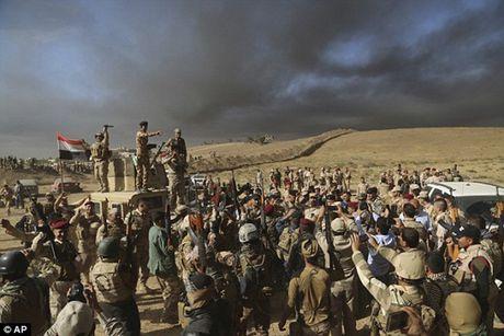 Binh si Iraq bi to tra tan dan thuong va tre em Mosul bang bua de tra dua IS - Anh 5