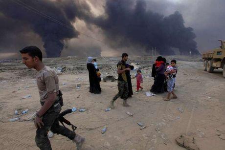 Binh si Iraq bi to tra tan dan thuong va tre em Mosul bang bua de tra dua IS - Anh 6