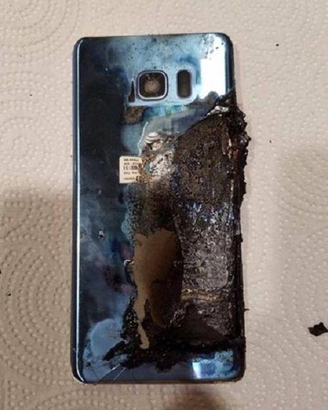 Nhieu nguoi dung tuc gian vi cach xu ly boi thuong cua Samsung khi Note 7 chay no - Anh 1