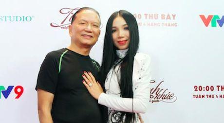 Nu hoang phong tra Quynh Lan duoc chong viet kieu ho tong di dien - Anh 1