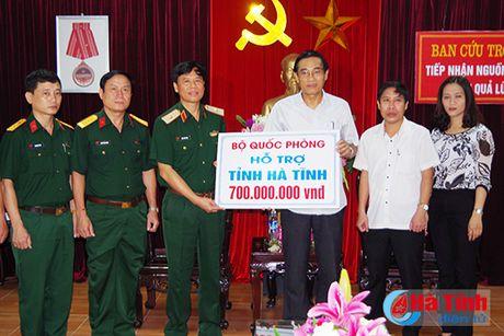 Bo Quoc phong ho tro nguoi dan vung lu Ha Tinh 700 trieu dong - Anh 1