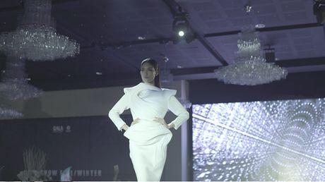 Lan Khue di chan dat, nhuong giay cho Mai Ngo toa sang trong MV cua Thanh Duy - Anh 10