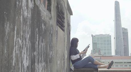 Lan Khue di chan dat, nhuong giay cho Mai Ngo toa sang trong MV cua Thanh Duy - Anh 3