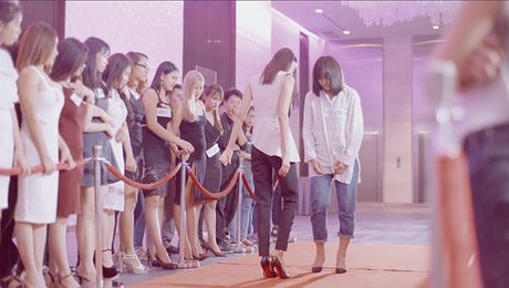 Lan Khue di chan dat, nhuong giay cho Mai Ngo toa sang trong MV cua Thanh Duy - Anh 8