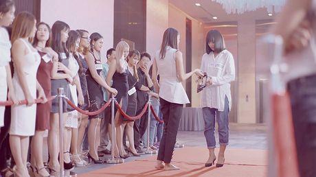 Lan Khue di chan dat, nhuong giay cho Mai Ngo toa sang trong MV cua Thanh Duy - Anh 9