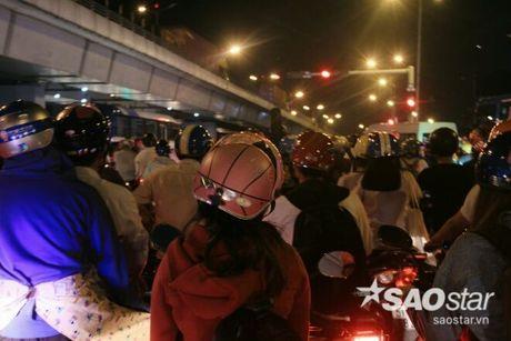 Tat nghen giao thong tren Xa Lo Ha Noi, hang tram phu nu met moi giua dong xe - Anh 5