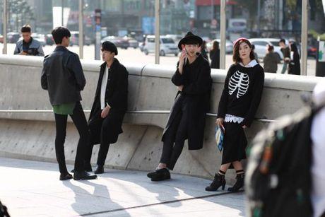 Mu noi chiem song loat street style tai Seoul Fashion Week - Anh 1