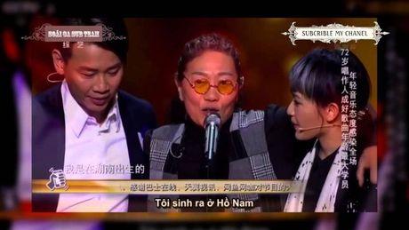 Lan dau tien tren san khau SMS Trung Quoc: HLV bang hoang cham thi chinh tien boi cua minh ma khong biet - Anh 2