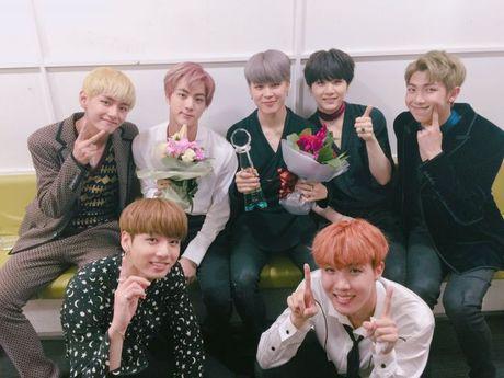 BTS thang gap doi diem SHINee, fan suong ron vi Jimin - Taemin van cuc tinh cam - Anh 2