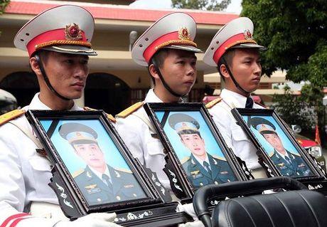 Thieu ta Duong Le Minh co gan 4.000 gio bay, lai nhieu may bay hien dai - Anh 1