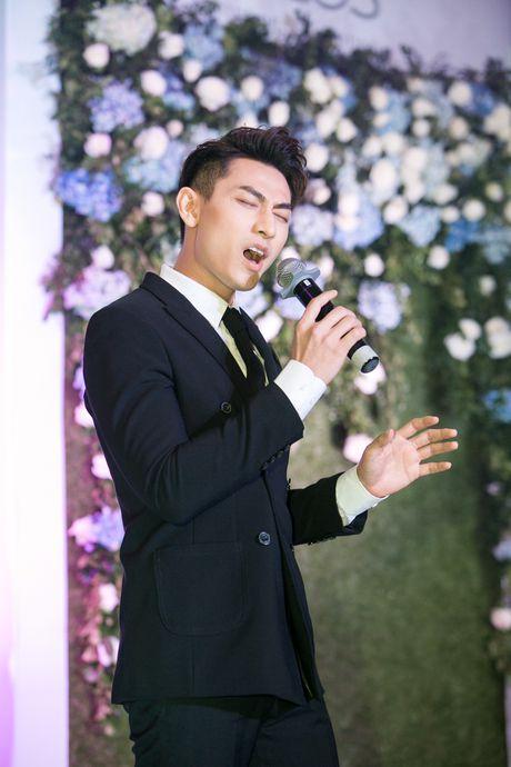 'Cam' Lan Ngoc goi cam khi gap lai 'thai tu' Isaac - Anh 3
