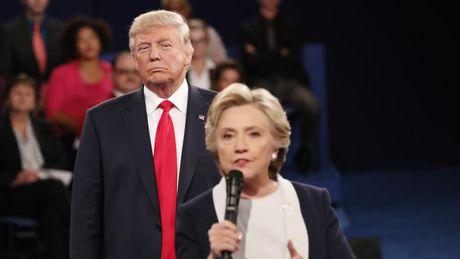 Noi Hillary Clinton 'ban thiu', Donald Trump tao xu huong thoi trang moi - Anh 1