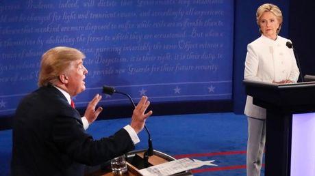 Noi Hillary Clinton 'ban thiu', Donald Trump tao xu huong thoi trang moi - Anh 3