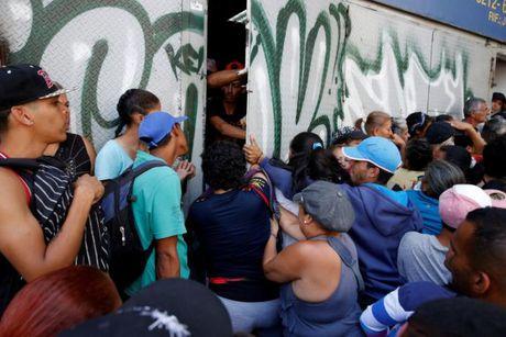 Gia thuc an Venezuela tang vot giua canh nguoi dan chiu doi - Anh 2