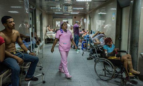 Venezuala: Sau chinh tri la khung hoang y te - Anh 1