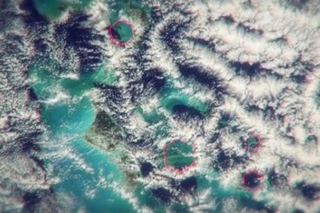 Bom khong khi: Bi an 'Tam giac quy' Bermuda - Anh 3
