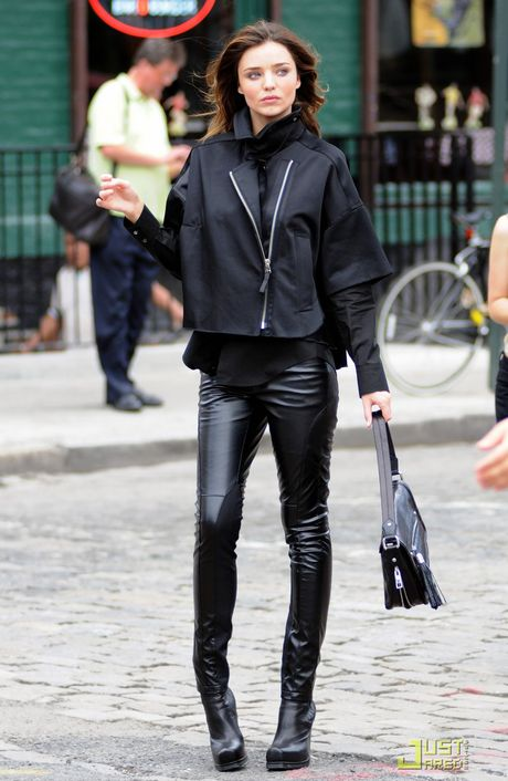 Chi voi chiec quan da, Miranda Kerr bien hoa du phong cach - Anh 4