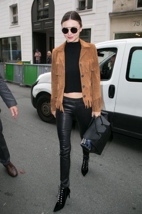 Chi voi chiec quan da, Miranda Kerr bien hoa du phong cach - Anh 6